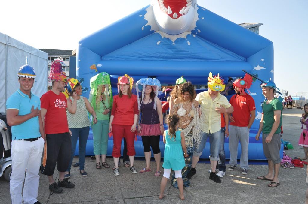 """Das Motto der Ruderregatta 2013 war """"Aquarium und Meeresgetier"""" und wurde von der gesamten Mannschaft mit Liebe zum Detail sehr farbenfroh umgesetzt. Foto: Thomas Leniowski"""